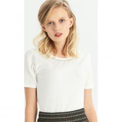 T-shirt z biżuteryjną aplikcją - Kremowy. Białe t-shirty damskie Sinsay, l. Za 24,99 zł.