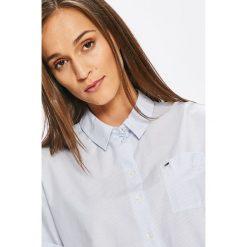 Tommy Jeans - Koszula DW0DW04502. Szare koszule jeansowe damskie marki Tommy Jeans, l, w paski, klasyczne, z klasycznym kołnierzykiem, z krótkim rękawem. W wyprzedaży za 249,90 zł.