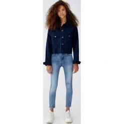 Jeansy skinny fit petite. Niebieskie jeansy damskie relaxed fit Pull&Bear, z jeansu. Za 79,90 zł.