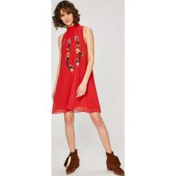 Desigual - Sukienka. Szare sukienki mini Desigual, na co dzień, z aplikacjami, z materiału, casualowe, proste. W wyprzedaży za 349,90 zł.