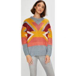 Pepe Jeans - Sweter Sabela. Szare swetry klasyczne damskie marki Pepe Jeans, l, z dzianiny, z okrągłym kołnierzem. W wyprzedaży za 299,90 zł.