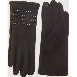 Rękawiczki z ozdobnymi nitami - Czarny. Czarne rękawiczki damskie marki House. Za 29,99 zł.