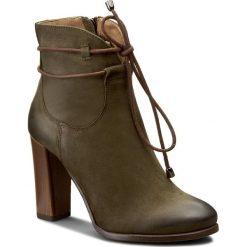 Botki KARINO - 1828/026-F C.Zielony. Zielone buty zimowe damskie marki Karino, z nubiku. W wyprzedaży za 239,00 zł.