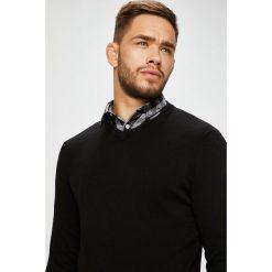 Jack & Jones - Sweter. Czarne swetry klasyczne męskie marki Jack & Jones, l, z bawełny, z klasycznym kołnierzykiem, z długim rękawem. W wyprzedaży za 69,90 zł.