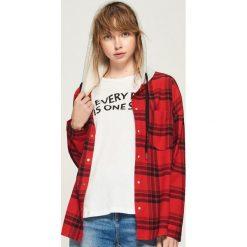 Koszula z kapturem - Czerwony. Czerwone koszule damskie marki Sinsay, l, z kapturem. W wyprzedaży za 59,99 zł.