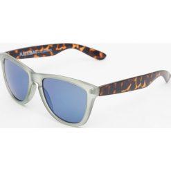 Okulary przeciwsłoneczne męskie: Okulary przeciwsłoneczne z rogowymi zausznikami