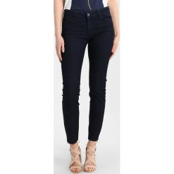 Armani Exchange Jeansy Slim Fit indigo denim. Czarne jeansy damskie marki Armani Exchange, l, z materiału, z kapturem. Za 379,00 zł.