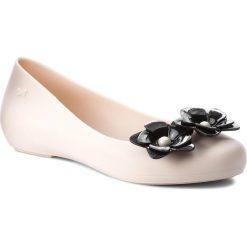 Baleriny ZAXY - Flower Fem 82529 Beige 51485 BBB285004 02064. Brązowe baleriny damskie Zaxy, z tworzywa sztucznego, na płaskiej podeszwie. W wyprzedaży za 149,00 zł.