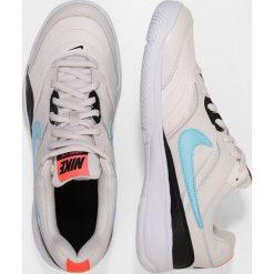 Nike Performance COURT LITE Obuwie multicourt phantom/bleached aqua/black hot lava. Brązowe buty do tenisa męskie marki N/A, w kolorowe wzory. Za 229,00 zł.