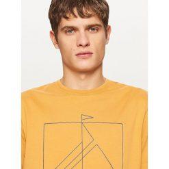 T-shirty męskie: T-shirt z kontrastowym nadrukiem – Bordowy
