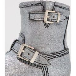 Ocra Botki savana argento. Szare buty zimowe damskie Ocra, z futra. W wyprzedaży za 340,45 zł.