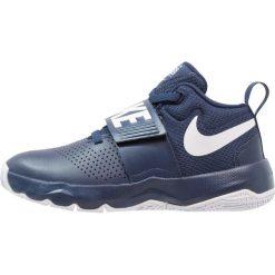 Nike Performance TEAM HUSTLE D 8 (GS) Obuwie do koszykówki midnight navy/white. Niebieskie buty skate męskie marki Nike Performance, z gumy. Za 199,00 zł.
