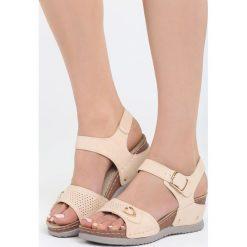 Beżowe Sandały Don't Judge. Brązowe sandały damskie marki Born2be, z materiału, na koturnie. Za 49,99 zł.