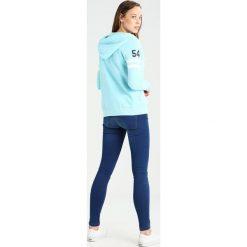 Superdry Bluza rozpinana bolt teal snowy. Niebieskie bluzy rozpinane damskie marki Superdry, s, z bawełny. W wyprzedaży za 350,10 zł.