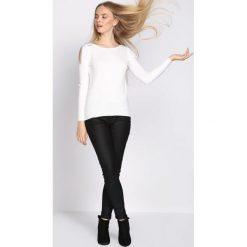 Biały Sweter Out Action. Białe swetry klasyczne damskie Born2be, l, z dekoltem w łódkę. Za 49,99 zł.