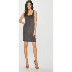 Answear - Sukienka Night Fever. Szare sukienki balowe marki ANSWEAR, l, z dzianiny, z okrągłym kołnierzem, na ramiączkach, mini, proste. Za 119,90 zł.