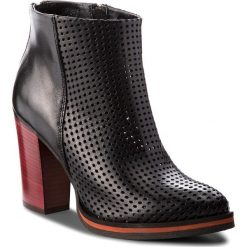 Botki CARINII - B4440 E50-000-000-B77. Czarne buty zimowe damskie Carinii, z materiału. W wyprzedaży za 239,00 zł.