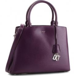 Torebka DKNY - Paige Lg Satchel R81D3326 Brinjal B7J. Fioletowe torebki klasyczne damskie DKNY, ze skóry. Za 1399,00 zł.