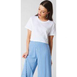 NA-KD Basic Krótki T-shirt oversize - White. Różowe t-shirty damskie marki NA-KD Basic, z bawełny. Za 40,95 zł.