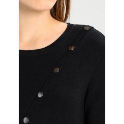 Tigha ZITA Sukienka etui black. Czarne sukienki dzianinowe marki Tigha, xs. W wyprzedaży za 501,75 zł.