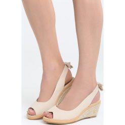 Beżowe Sandały Boredness. Brązowe sandały damskie marki Born2be, z materiału, na koturnie. Za 69,99 zł.