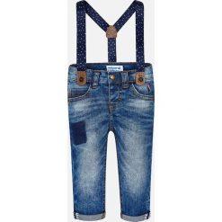 Mayoral - Jeansy dziecięce 68-98 cm. Różowe jeansy chłopięce marki Mayoral, z okrągłym kołnierzem. Za 114,90 zł.