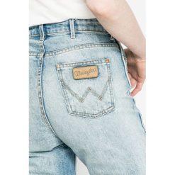 Wrangler - Jeansy Retro. Niebieskie jeansy damskie slim Wrangler, z podwyższonym stanem. W wyprzedaży za 249,90 zł.