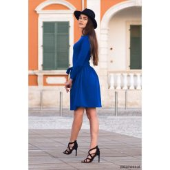 Niebieska sukienka z długim rękawem. Niebieskie sukienki balowe Pakamera, z tkaniny, z okrągłym kołnierzem, z długim rękawem, mini, rozkloszowane. Za 149,00 zł.