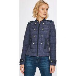 Guess Jeans - Kurtka. Szare kurtki damskie jeansowe Guess Jeans, l, z aplikacjami. W wyprzedaży za 599,90 zł.