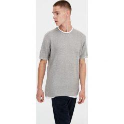 Sweter z krótkim rękawem i obszyciem od wewnątrz. Szare swetry klasyczne męskie Pull&Bear, m. Za 69,90 zł.