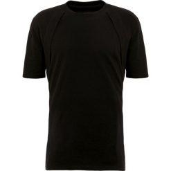 D.GNAK Tshirt basic black. Czarne koszulki polo D.GNAK, m, z bawełny. W wyprzedaży za 440,30 zł.