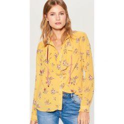 Koszula z żabotem Gold Label - Wielobarwn. Różowe koszule damskie Mohito, z żabotem. Za 119,99 zł.