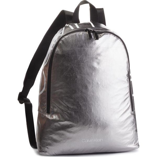 2ac6926266b4b Plecak CALVIN KLEIN - Item Story Round Bac K50K503873 910 - Szare plecaki  męskie Calvin Klein, bez wzorów, z materiału. W wyprzedaży za 299,00 zł.