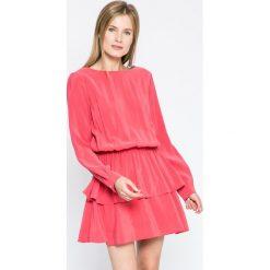 Kiss my dress - Sukienka. Różowe sukienki mini marki numoco, l, z dekoltem w łódkę, oversize. W wyprzedaży za 69,90 zł.