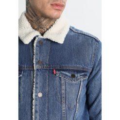 Levi's® TYPE 3 SHERPA TRUCKER Kurtka jeansowa needle park. Niebieskie kurtki męskie jeansowe marki Reserved, l. Za 469,00 zł.