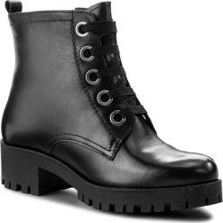 Botki TAMARIS - 1-25217-39 Black Leather 003. Szare botki damskie na obcasie marki Tamaris, z materiału, z okrągłym noskiem. W wyprzedaży za 179,00 zł.