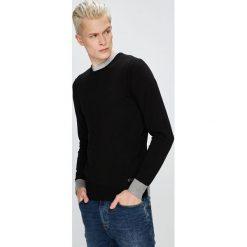 Trussardi Jeans - Sweter. Szare swetry klasyczne męskie marki Trussardi Jeans, l, z dzianiny, z okrągłym kołnierzem. W wyprzedaży za 299,90 zł.