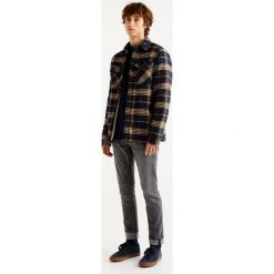 Szare jeansy slim comfort fit. Szare jeansy męskie relaxed fit Pull&Bear. Za 89,90 zł.