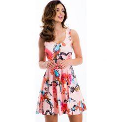 Jasnoróżowa letnia sukienka w kolorowe wzory TA6167. Różowe sukienki Fasardi, na lato, l, w kolorowe wzory. Za 59,00 zł.