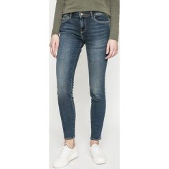 Wrangler - Jeansy SKINNY SHADOW LIGHT. Szare jeansy damskie rurki marki Wrangler, na co dzień, m, z nadrukiem, casualowe, z okrągłym kołnierzem, mini, proste. W wyprzedaży za 229,90 zł.