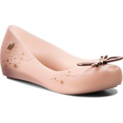 Baleriny MELISSA - Mel Ultragirl Elements Inf 32391 Light Pink 01822. Czerwone baleriny damskie lakierowane Melissa, z tworzywa sztucznego. Za 249,00 zł.