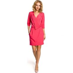 MELODY Sukienka kopertowa z dekoltem - różowa. Czerwone sukienki na komunię marki Moe, na imprezę, z kopertowym dekoltem, kopertowe. Za 169,90 zł.