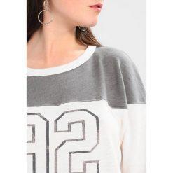 Swetry klasyczne damskie: Abercrombie & Fitch FOOTBALL Sweter white