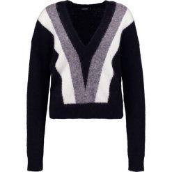 J.LINDEBERG MALLORY FINE Sweter black. Czarne swetry klasyczne damskie J.LINDEBERG, xl, z elastanu. W wyprzedaży za 367,95 zł.