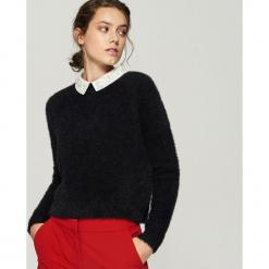 Sweter z aplikacją na kołnierzu - Czarny. Czarne swetry klasyczne damskie Sinsay, l. Za 79,99 zł.