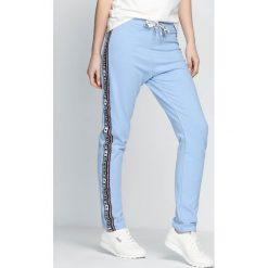 Spodnie dresowe damskie: Niebieskie Spodnie Dresowe Embrace