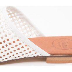 ALOHAS AGNES Klapki white. Białe crocsy damskie ALOHAS, z materiału. Za 399,00 zł.
