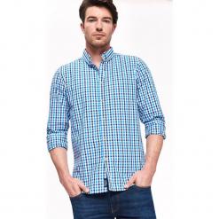 KOSZULA MĘSKA O KROJU REGULARNYM W KLASYCZNĄ KRATKĘ. Szare koszule męskie w kratę marki Top Secret, na jesień, m, z klasycznym kołnierzykiem. Za 99,99 zł.