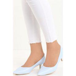 Niebieskie Czółenka Happy Nation. Niebieskie buty ślubne damskie Born2be, ze szpiczastym noskiem, na niskim obcasie, na szpilce. Za 59,99 zł.