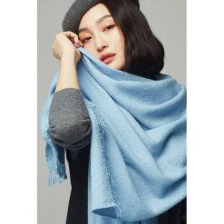 Szaliki damskie: Szal w kolorze jasnoniebieskim - (D)192 x (S)70 cm